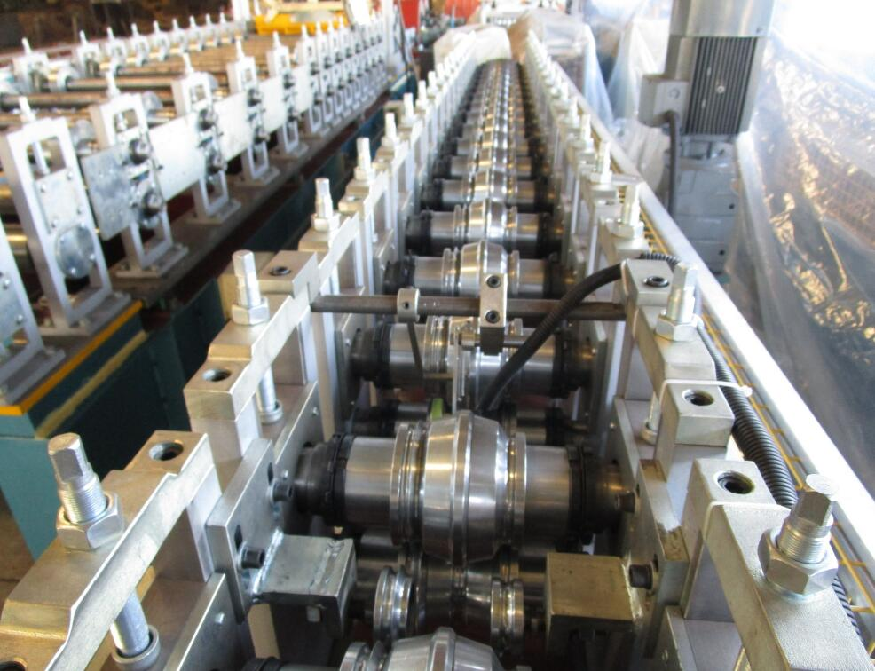 forming system of shutter roll forming machine